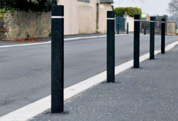 Bornes de protection carrées, coloris noir