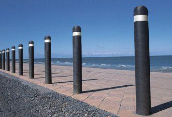 Signalétique - Bornes de protection rondes, coloris noir, plastique recyclé Plas Eco