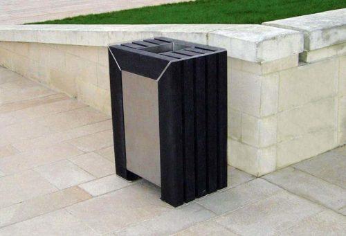 Corbeille en plastique recyclé noir et structure en acier inoxydable