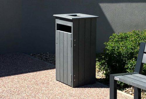 Mobilier urbain de propreté intégrant un cendrier de 3L, plastique recyclé et acier galvanisé