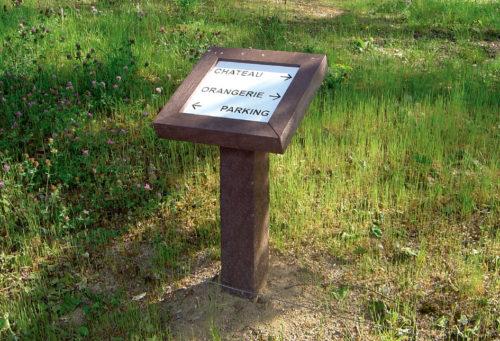 Exemple d'un visuel d'information PU01 en plastique recyclé marron