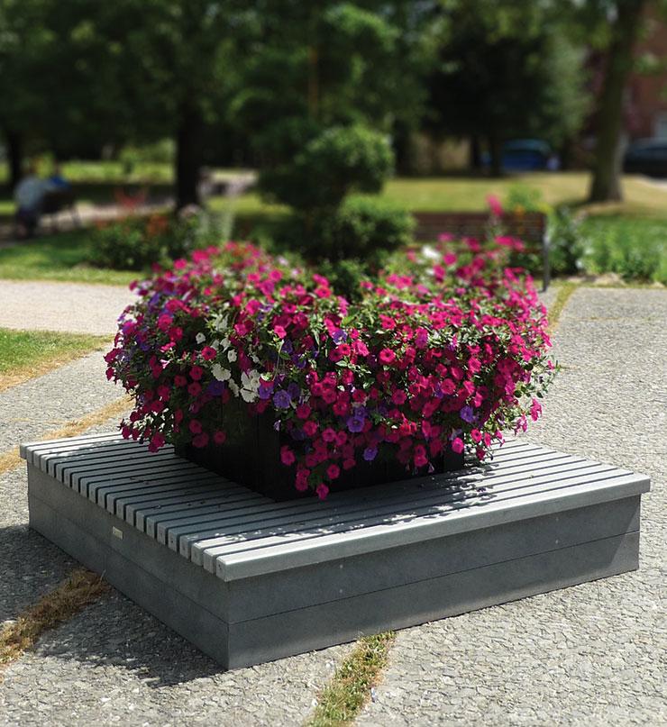 Visuel d'une terrasse fleurie dans un parc
