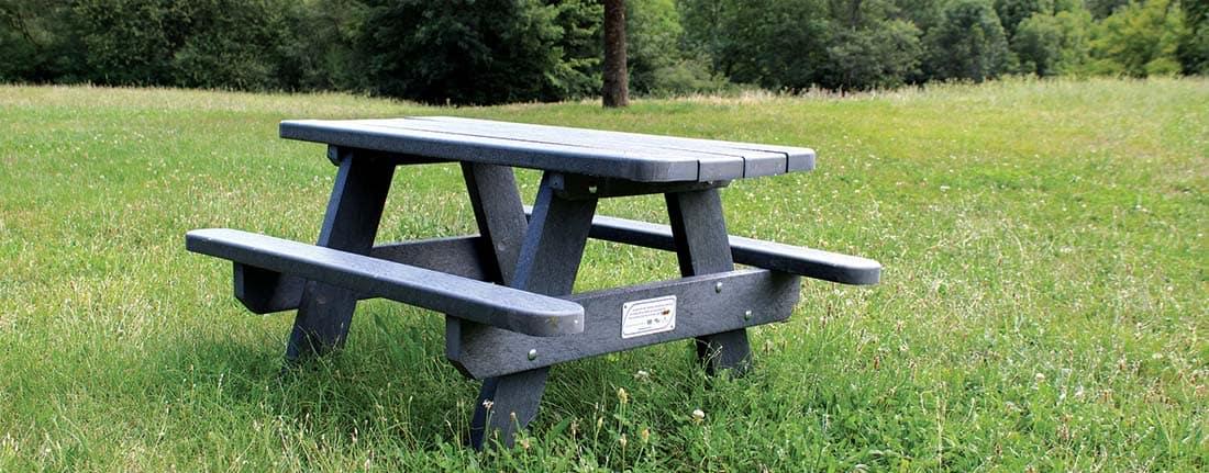 Table de pique-nique issu du recyclage des instruments d'écriture