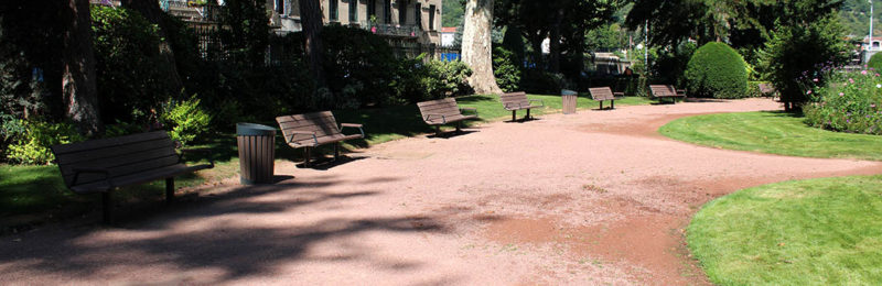Le Jardin de ville à Vienne - Les bancs Plas Eco intégrés dans l'aménagement paysager