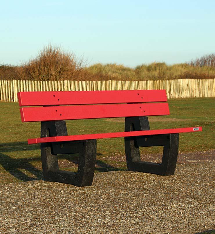 Nuances, 1ère Gamme couleur de mobiliers urbains en plastique recyclé